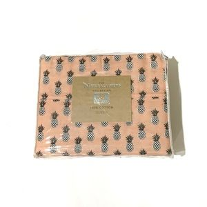 The Natural Linens Pineapple Queen Sheets Set
